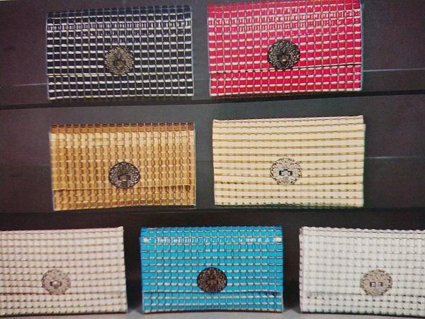 フラッポテープ手芸 様々な色合いのバッグ