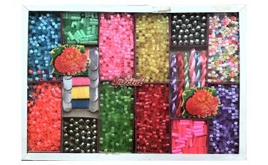 お菓子の詰め合わせのような昭和の可愛いビーズ箱